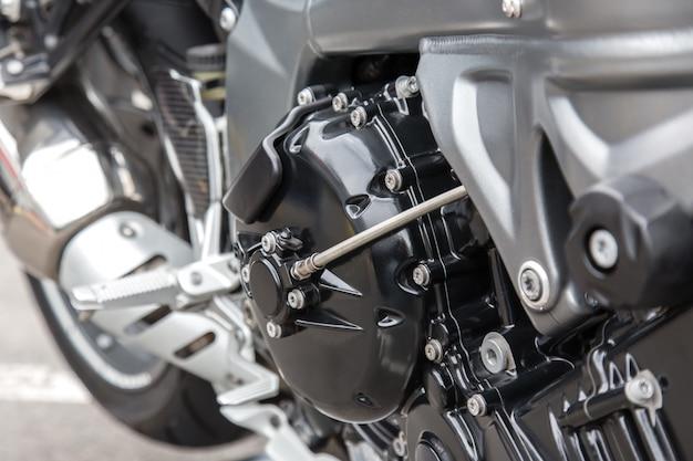 レーシングバイクのエンジン部品のクローズアップ。 Premium写真