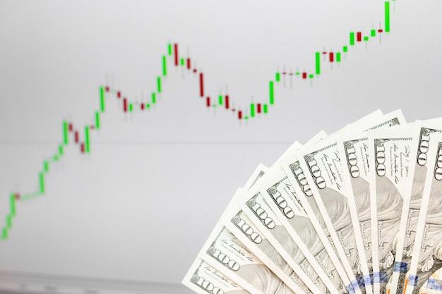 外国為替通貨の成長チャートと百ドル紙幣 Premium写真