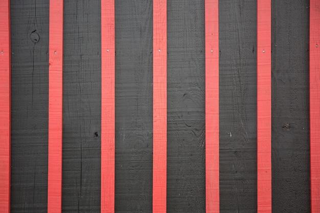 燃える木赤と黒の背景テクスチャ素材と壁紙のコンセプト Premium写真