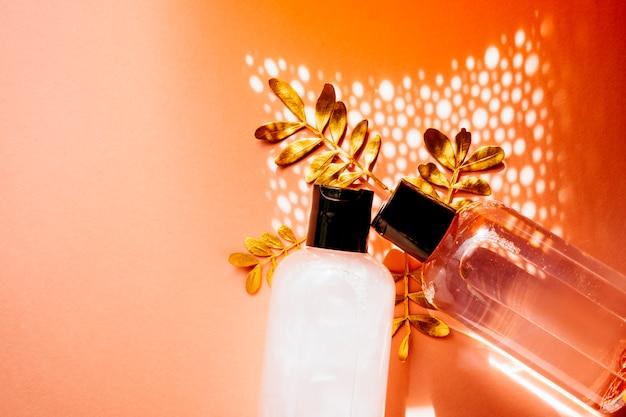 スキンケア製品を含むハーブスパ皮膚科化粧品衛生クリーム Premium写真