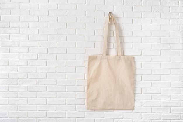 白いエココットンバッグのモックアップ Premium写真