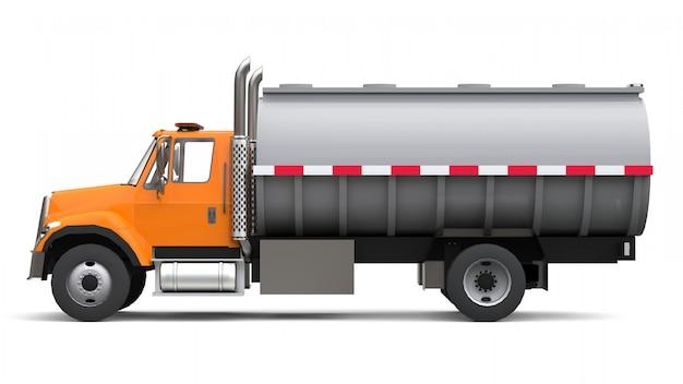 洗練された金属製のトレーラーが付いたオレンジ色の大型トラックタンカー。あらゆる側面からの眺め Premium写真