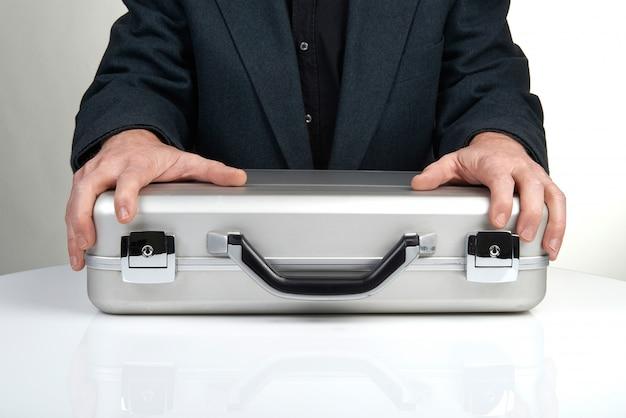 ブリーフケースを保持している事業者 Premium写真