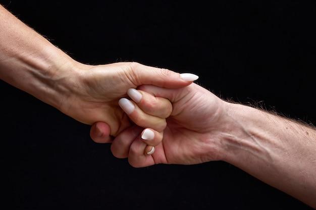 Мужские и женские руки вместе, показывая эмоции Premium Фотографии