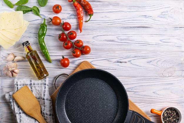 木製のテーブルに新鮮な有機食材 Premium写真