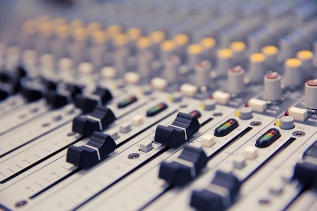 Схема регулировки громкости на профессиональном звуковом микшере. Premium Фотографии