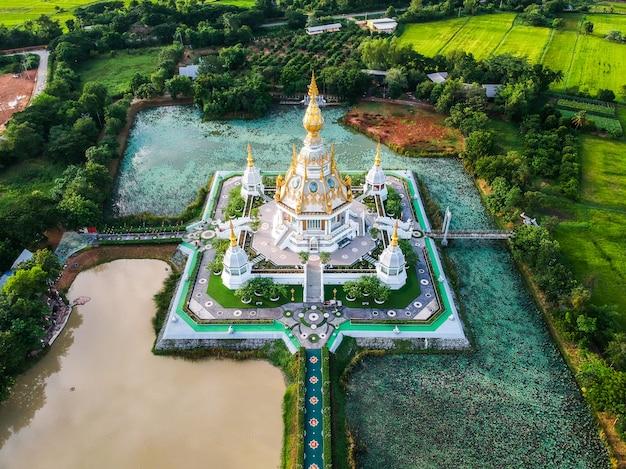 コンケン県タイのワットトゥンセッティ寺院 Premium写真