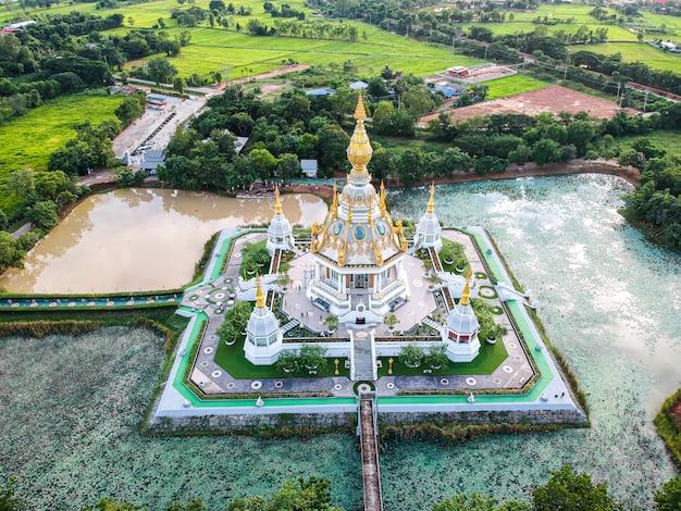 コンケン県タイのワットトゥンセッティ寺院。 Premium写真