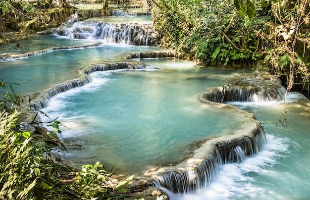 クアンシー滝-ルアンパバーンの滝-ラオス Premium写真