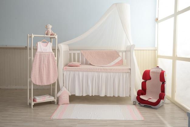 ピンクの赤ちゃんの寝室 Premium写真