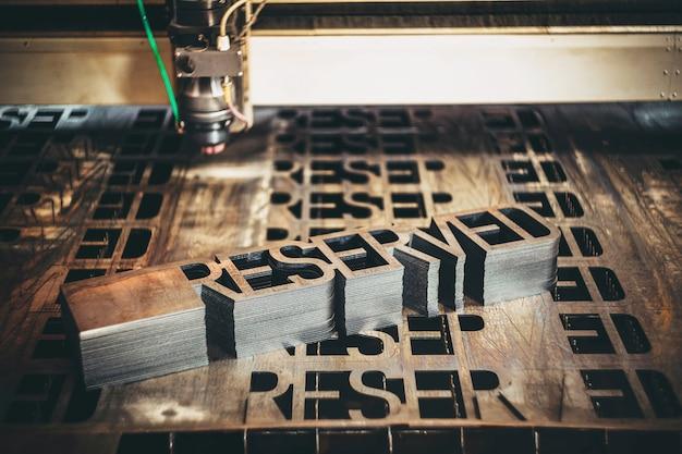 レーザー切断金属切断産業機械プラズマ加工 Premium写真