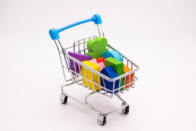 小さなショッピングカートのカラフルなブロック Premium写真