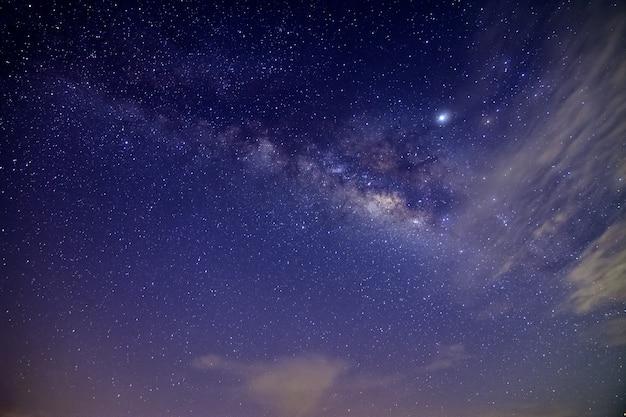 夜空の天の川 Premium写真