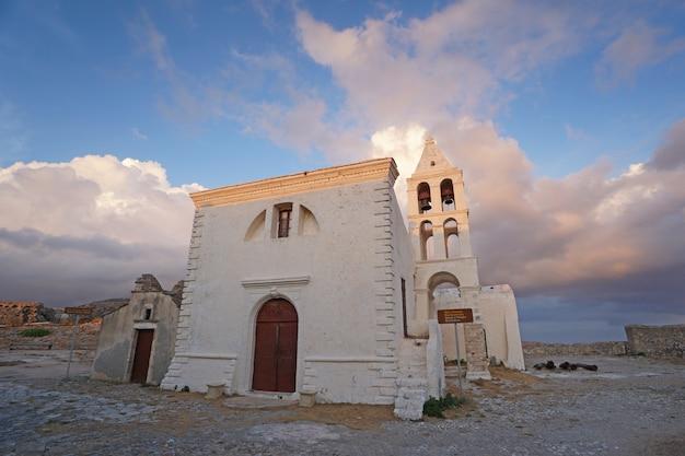チョーラの要塞にある聖ヨハネ教会 Premium写真