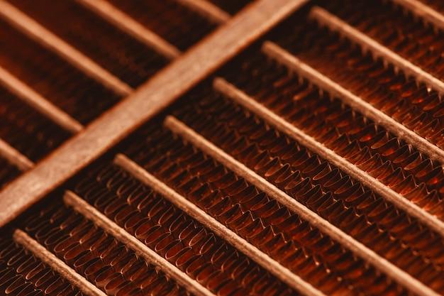 Текстура решетки старого ржавого радиатора с космосом экземпляра. Premium Фотографии