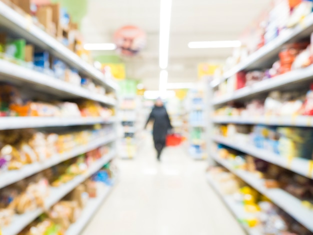 抽象的なぼやけたスーパーマーケット通路 Premium写真