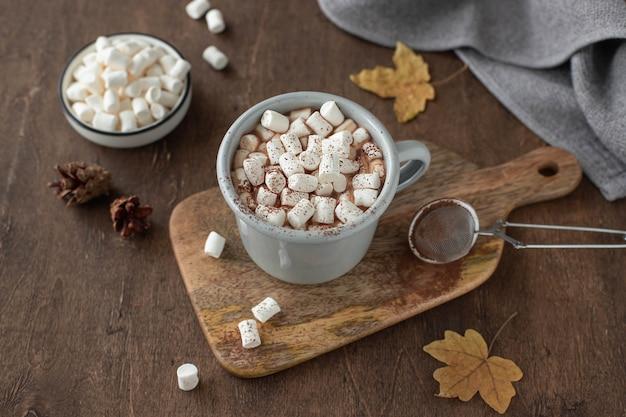 マシュマロとココアのカップ Premium写真