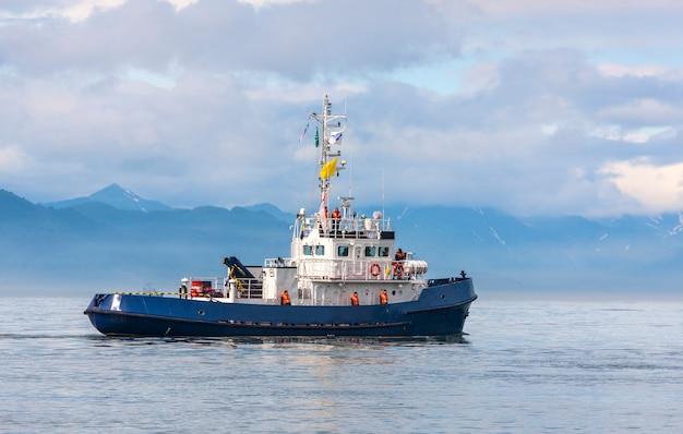 太平洋湾の沿岸警備隊船 Premium写真