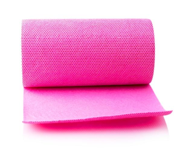 Красный рулон бумажных полотенец резные изолированные Premium Фотографии