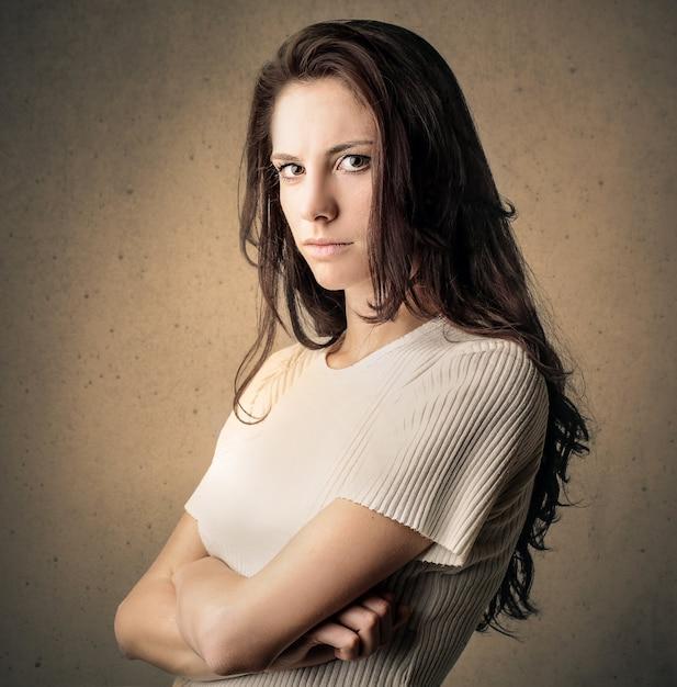 女の子の卑劣な表現 Premium写真