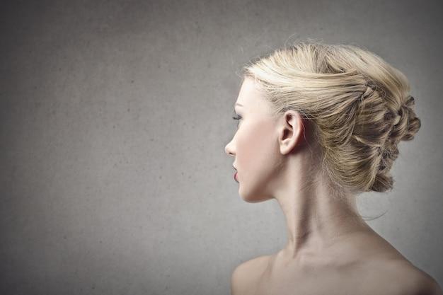 Красивая белокурая шея женщины Premium Фотографии