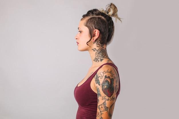 刺青の女の子のプロフィール Premium写真
