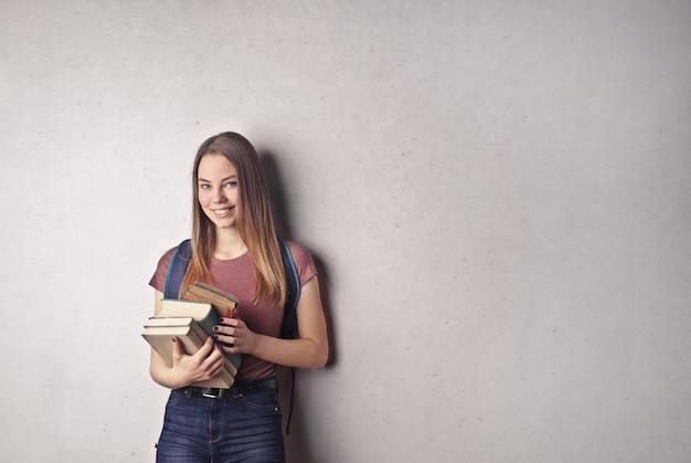 本でかなりの学生 Premium写真