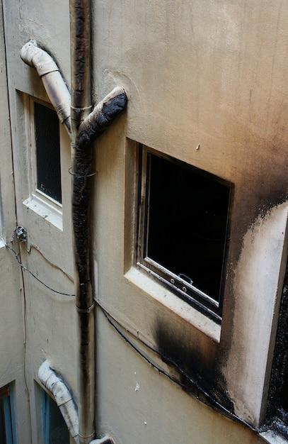 Дом, который был оставлен после большого пожара Premium Фотографии