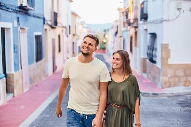 官能的な若いカップル Premium写真