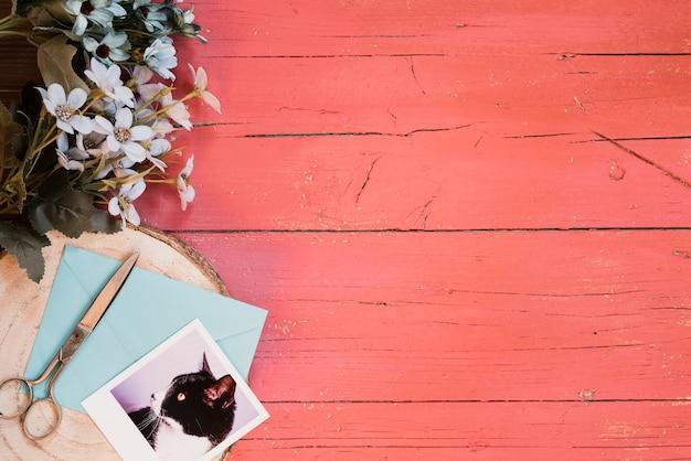 青い花とヴィンテージの背景と素敵なコンポジション 無料写真