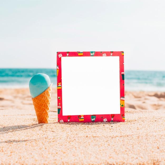アイスクリームと夏のモックアップ 無料写真