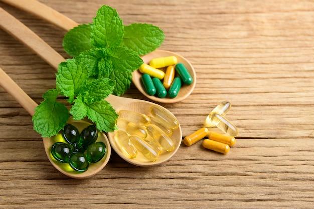 代替の漢方薬、ビタミン、天然のサプリメント Premium写真