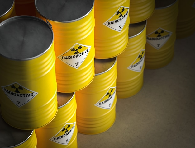 Радиоактивная желтая бочка Premium Фотографии