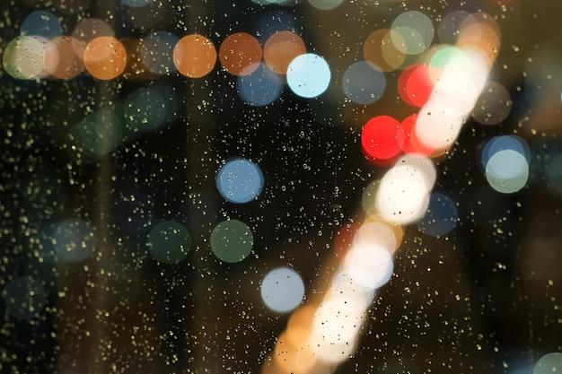 抽象的な水ドロップ、ぼかし、ボケ、雨が降っています Premium写真