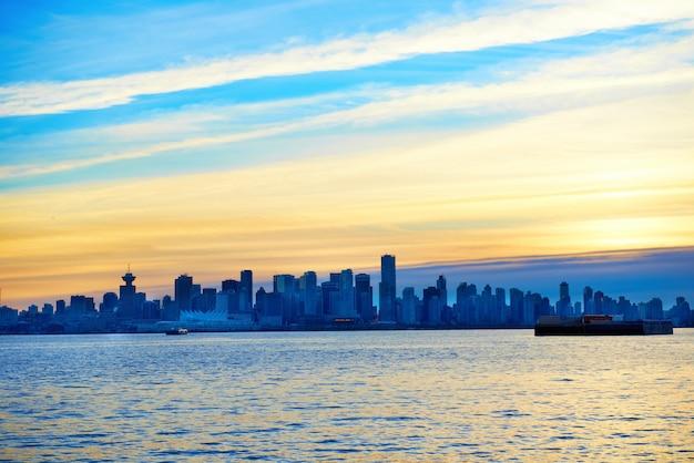 Закат над ванкувером, канада Premium Фотографии
