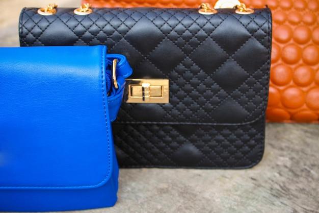 Цветные сумки крупным планом Premium Фотографии