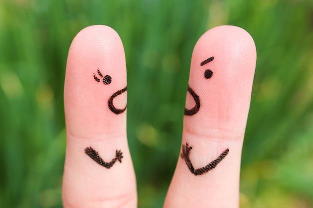 けんか中にカップルの指アート。 Premium写真