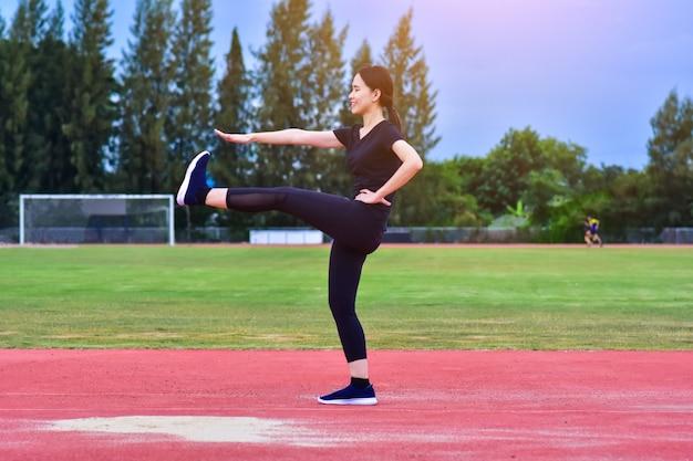 美容アジア女性運動体にフィットトレーニング Premium写真