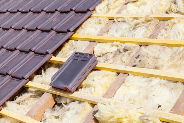 れんが瓦屋根の改修 Premium写真