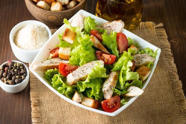 Свежий салат цезарь Premium Фотографии