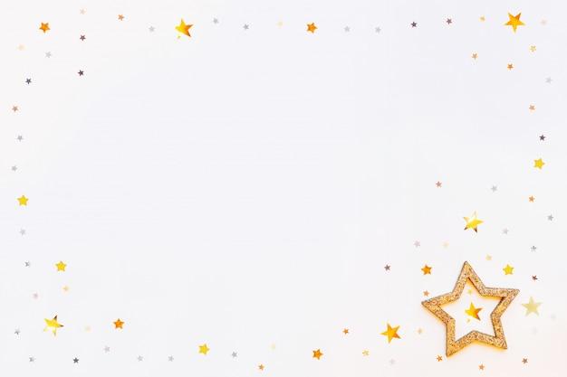 輝く黄金の星のフレームと紙吹雪 Premium写真