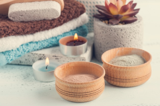 モロッコの粘土粉とキャンドル Premium写真