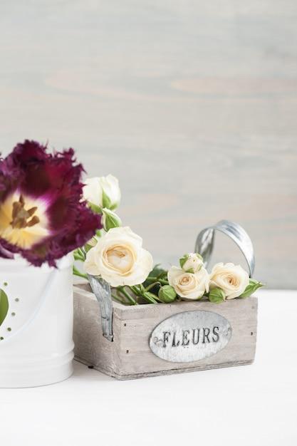 Винтажный натюрморт. букет белых роз Premium Фотографии