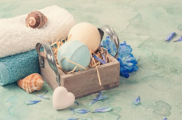 青い花と入浴爆弾 Premium写真