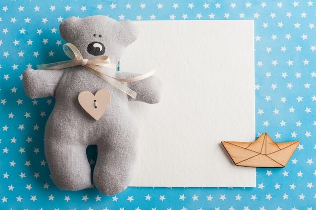 テディベアと青白い星の背景 Premium写真