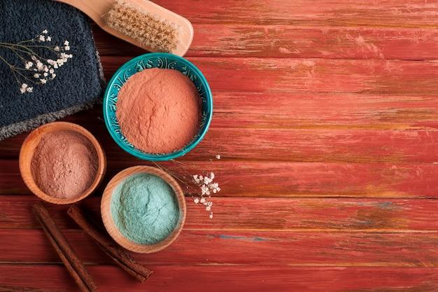 Красная и синяя косметическая марокканская глина Premium Фотографии