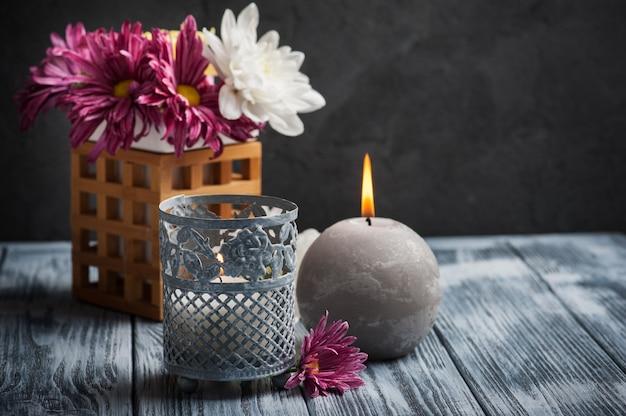 Спа-композиция с зажженными свечами Premium Фотографии