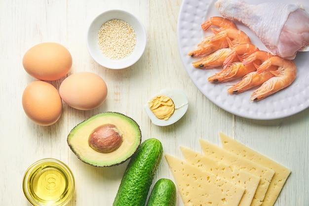 ケトジェニックダイエットの成分。健康的な食事の概念。上面図 Premium写真