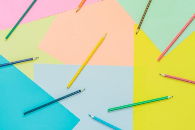 Абстрактные различные разноцветные модные неоновые фоны с карандашами и место для текста Premium Фотографии