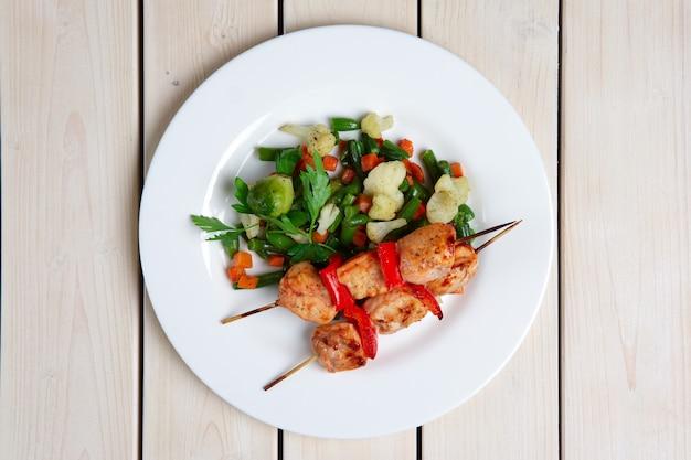 焼き野菜とシャシリク Premium写真